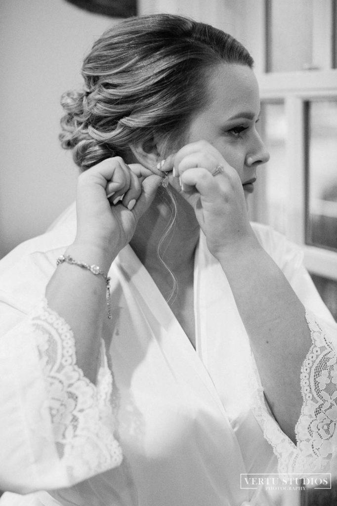 Bride getting ready at Pawleys Plantation